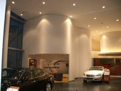Autohaus Filderstadt mit gebogenen Wänden